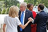 Tổng thống Trump khen ngợi vóc dáng Đệ nhất Phu nhân Pháp