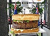 Mỹ lập kỷ lục với hamburger khổng lồ