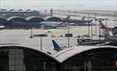"""2 triệu đô la Hong Kong """"bốc hơi"""" trên máy bay"""