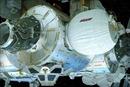 Các phi hành gia vào ngôi nhà không gian trên ISS