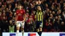 Pogba khiến ngày về của Robin Van Persie kém vui