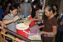 Nồi cháo tình nguyện ấm lòng bệnh nhân nghèo