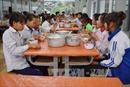 Bữa ăn bán trú giúp học sinh vùng biên yên tâm đến trường