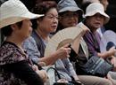 Phụ nữ nhiều nước sẽ sống thọ tới 90 tuổi