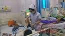 Tiếp xúc với nguồn bệnh, nhân viên y tế 'gánh' cả 'ổ bệnh'