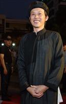 Nghệ sỹ Hoài Linh 'tươi như hoa' trong buổi ra mắt công chiếu phim Dạ cổ hoài lang