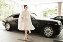 Lý Nhã Kỳ đi siêu xe, đẹp như bà hoàng làm giám khảo Hoa hậu Đại dương