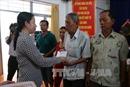 An Giang: Trao tiền hỗ trợ các hộ dân bị sạt lở nghiêm trọng tại huyện Chợ Mới