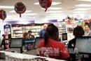 Lớp trẻ ở Mỹ kiếm tiền thua cha mẹ