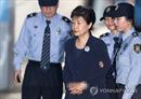 Cựu Tổng thống Hàn Quốc Park Geun-hye bị còng tay trên đường ra hầu tòa