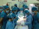 Phẫu thuật cứu đôi chân bé trai ung thư máu bị dập tủy ngay trong đêm