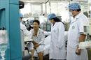 Bộ trưởng Y tế thăm bệnh nhân chạy thận Hòa Bình đang điều trị tại Bệnh viện Bạch Mai