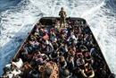 Ít nhất 25 người di cư chết đuối trôi dạt vào bờ biển Libya