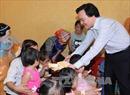 Bộ trưởng Phùng Xuân Nhạ thăm, động viên thầy cô và học sinh vùng lũ Mù Cang Chải