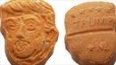Bắt hai bố con buôn 5.000 viên thuốc lắc có hình giống ông Trump
