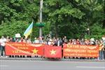Người Việt tại Ukraine tuần hành phản đối Trung Quốc