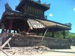 Mái Phu Văn Lâu bị sạt do tuổi thọ lâu năm