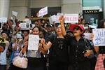 Thái Lan sắp có thủ tướng tạm quyền, bà Yingluck được thả