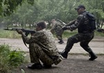 Lực lượng ly khai Ukraine tấn công dữ dội sân bay Lugansk