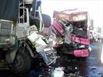 Đâm xe container, xe khách bẹp dúm, 12 người thương vong