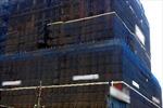 Tường nhà hội nghị bị sập, 2 người tử vong