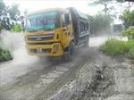 Xe tải hạng nặng 'băm nát' nhiều tuyến đường