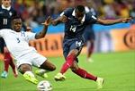 Trọng tài góp phần giúp Pháp khởi đầu hoàn hảo