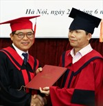Người nước ngoài đầu tiên là Tiến sĩ Quan hệ quốc tế tại Việt Nam