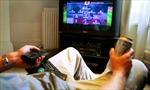 Cảnh báo sức khỏe với fan bóng đá thức khuya nhiều ngày
