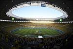 Người giàu Brazil đốt tiền để vào sân vận động
