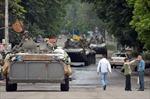 Xe tăng, xe bọc thép Kiev tập trung ở phía nam Donetsk