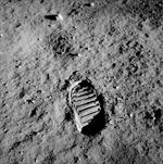 Lần đầu tiên con người đặt chân lên Mặt trăng