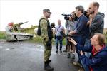 Tiếp cận hiện trường máy bay MH17 không thuận lợi