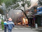 Cháy cửa hàng giày dép, cả phố hoảng loạn