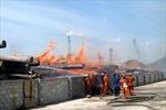Cháy kho gỗ tại Cảng Quy Nhơn