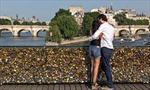 """Sáng kiến cứu những cây cầu tình yêu"""" ở Paris"""