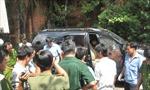 2 người chết trong xe ô tô đầy vết đạn