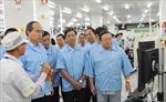 Đồng chí Nguyễn Thiện Nhân thăm nhà máy Samsung