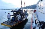 Lai dắt tàu cá vỏ thép hỏng máy về cảng Nha Trang