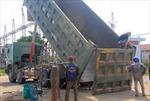Cắt thùng 5 xe tải vượt 600% tải trọng cho phép