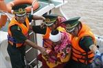 Cứu 7 ngư dân gặp nạn do thời tiết xấu