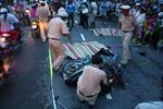 Bánh xe container văng chết hai người đi đường