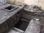 Tá hỏa phát hiện bể nước, đồ làm bếp bị bỏ thuốc trừ sâu