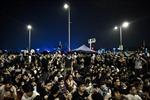 Trưởng Đặc khu Hong Kong ra lời kêu gọi khẩn cấp