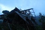 Hơn 100 ngôi nhà sập và tốc mái ở Yên Bái