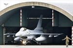 F-16 Bỉ ném bom trúng mục tiêu IS