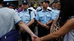 Cảnh sát Hong Kong dỡ chướng ngại vật của người biểu tình