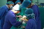 Cắt khối u nặng 3kg cho một nữ bệnh nhân