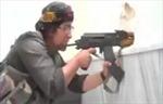 Cận cảnh nữ binh Kurd nhả đạn vào quân thù IS