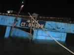 Trục vớt hàng hóa và thân tàu chìm trên sông Cần Thơ